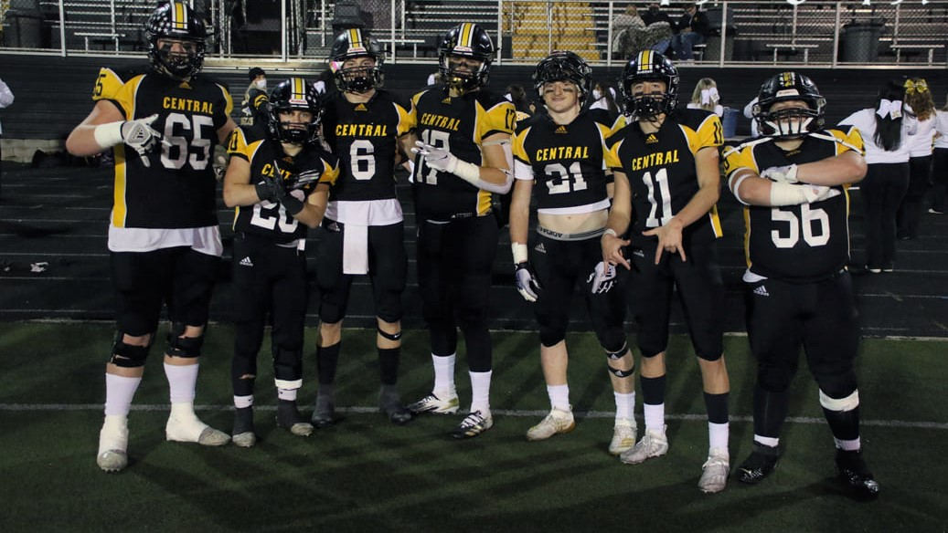 HIGH SCHOOL FOOTBALL: Golden Eagles pound Black Bears to advance