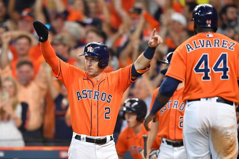 Astros explode for five runs in seventh, take 2-0 series lead over White Sox