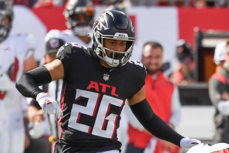 Atlanta Falcons starting nickel CB Isaiah Oliver out for season with knee injury