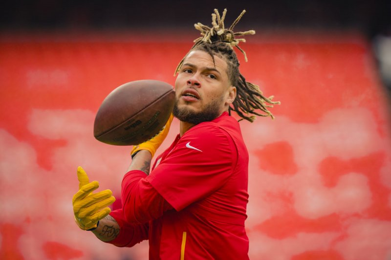 Chiefs star safety Tyrann Mathieu heads to COVID-19 list after positive test