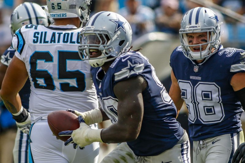 Dallas Cowboys' DeMarcus Lawrence suffers broken foot, out several weeks