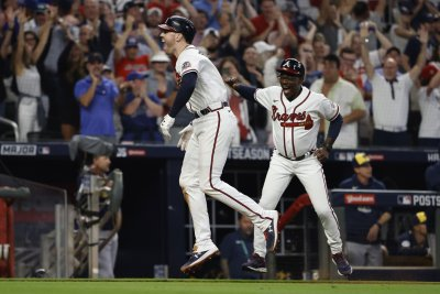 Late Freddie Freeman homer lifts Braves over Brewers, into 2nd straight NLCS
