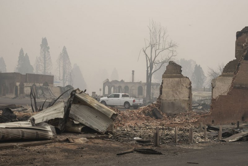 PG&E warns it may cut power to nearly 40,000 amid favorable fire conditions