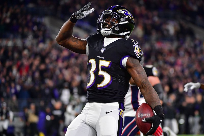 Ravens lose RB Gus Edwards, CB Marcus Peters to season-ending ACL injuries