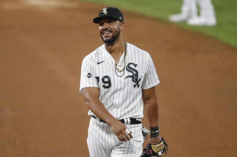 White Sox's Jose Abreu negative for COVID-19, will travel to Houston for ALDS