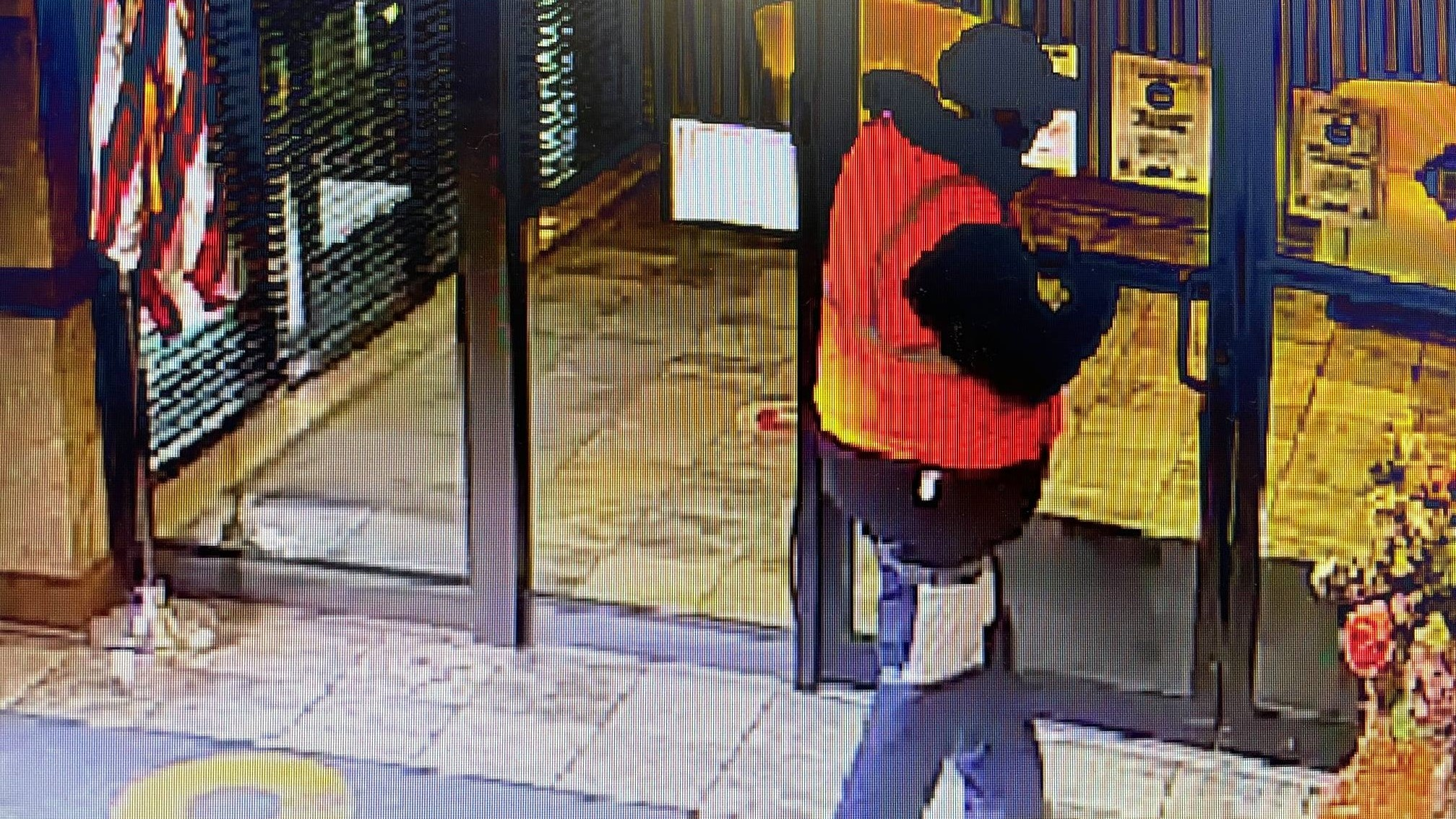 Police investigate Louisa bank robbery